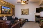 Mountain Modern Resort Condo, 5 minute Walk to Downtown!