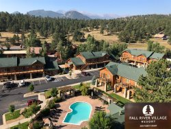 Mountain view condo. Easy access to Estes Park riverwalk.