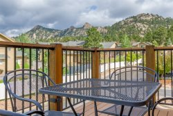 Upper level condo. 4 miles to Rocky Mountain National Park.
