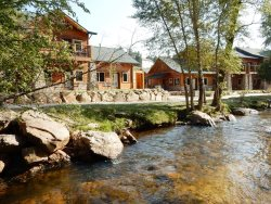 Riverfront unit, steps from pool & hot tubs. 5-minute walk to restaurants & shops in Estes Park!