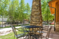 Riverfront condo with patio on Estes Park's riverwalk. 5-minute stroll to downtown!
