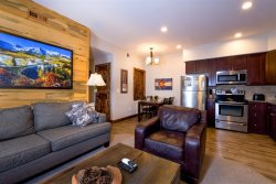 Dog-friendly condo on Fall River, adjacent to the riverwalk. 3-minute stroll to Estes Park shopping & dining.