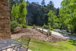 Riverside Condo on the Riverwalk.  to Estes Park town. Neighboring Performance Park
