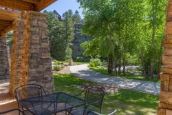 Dog-friendly condo on the riverwalk in Estes Park. 3-minute walk into downtown!