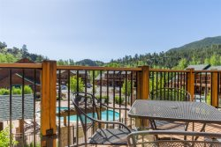 King & Queen poolside & mountain view condo. Upper level.