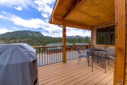 Dog-friendly townhome. Spectacular mountain view. 5-minute walk to Estes Park shopping & dining.