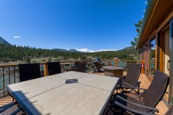 Townhome with outdoor deck overlooking Long's Peak. Steps from fire pit & hot tub.
