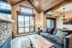 Townhome with private deck overlooking the Continental Divide. 5-minute walk to downtown!