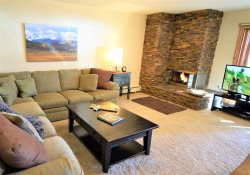 Mtn Chic 1st floor condo on Lake Dillon with amazing Mtn views!