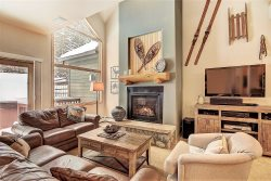Beautiful Ski-In Ski-Out Mountain Chic Town-home 300 ft. from 4 O'clock Run