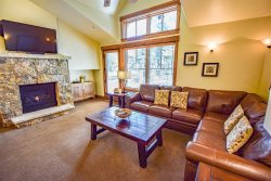 Ski-In, Gondola-Out Premier Mtn Townhome in the Heart of Breckenridge