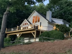 A Ridge View 3 Bedroom home near Waynesville and Maggie Valley. Beautiful Mountain views near Cataloochee Ski Resort
