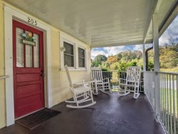 The Getaway - Easily accessible Four Bedroom Home at Lake Junaluska
