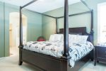 Master suite w/ comfortable king size bed