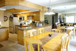 Walk to the village! Perfect family condo. Beautifully appointed. Close to June and Gull Lakes. Ski, Fish!