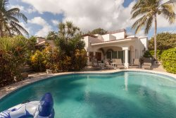 20 steps away from the beach, with pool and all commodities. perfect for groups.