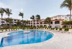Perfect Condo for small groups with pool and beachfront by Playacar
