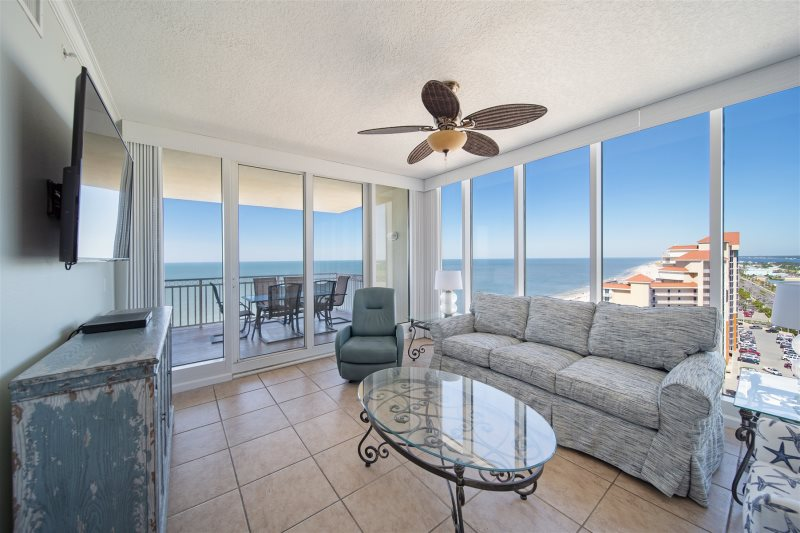 Large Family Condo In The Heart Of Gulf Shores Walking Distance To Restaurants And Nearby Activities 4 Bedroom 4 Bath Beach Front Condo