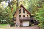 Welcome to the Cedar Grove Lodge Let our wonderful cabin be the base for a perfect visit to natural beauties Washington State has to offer.