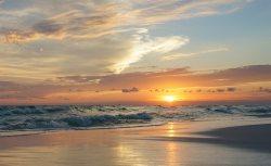 Remodeled! Emerald Isle 409! 2 Bedroom Beach View! Sleeps 6! Free Beach Service!