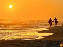 Bare Feet Sandy Retreat! Emerald Isle 411! Beach View! 2 King Beds! Free Beach Service!