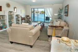 Welcome Winter Guests! Great Rates! Gorgeous BayFront! Just Remodeled! Commodore's Landing 121!