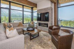 Luxury Lakeside 4 Bedroom Big Sky Condo Retreat
