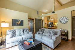Condo near Sunriver Village, Short drive to Mt. Bachelor, Family Friendly, Pool and Hot Tub