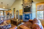 High Desert Cabin with 2 Master Suites, WALK to resort amenities, covered deck with hot tub