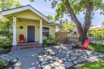 Florida Street Getaway is a HISTORIC cutie - located DOWNTOWN and walking distance to everything!