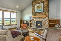 Badlands Lookout at Brasada Ranch Resort, close to walking paths, office for working and multiple desk spaces