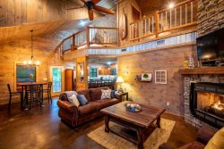 Chinaberry Lodge| REMODELED! start at $195, Sleeps 6, Close to lake, 1 K BR/1 Q BR Loft, Hot Tub, Screened in Porch