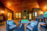 KISS ME ON THE CREEK CABIN- Sunken Hot Tub w/double sided fire-place, Outdoor Wet Bar