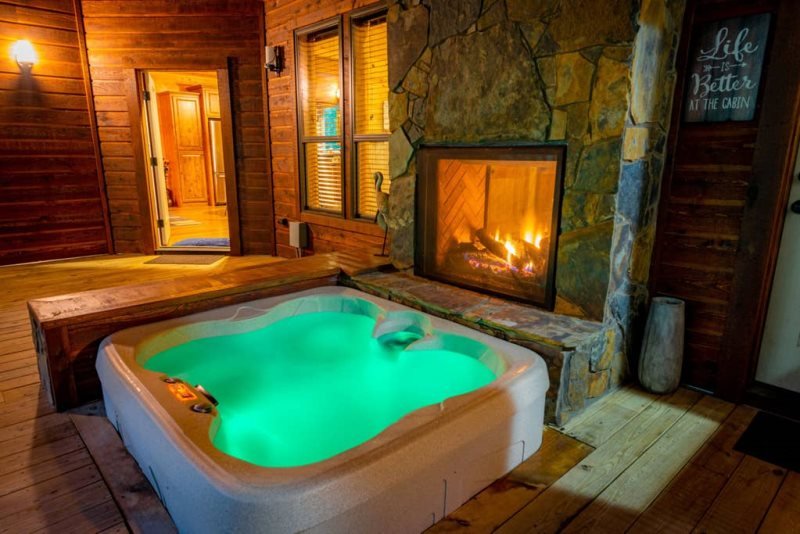 Cottage Rentals With Hot Tub Near Me