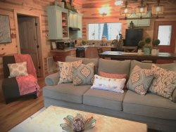 SHEAR COMFORT-1 Night STAYS! Luxury Couple's Farmhouse Style, Jacuzzi, Hot Tub, Smart TV, WiFi