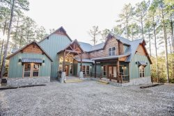 NEW Spectacular Modern Farmhouse Cabin w/2 Game Rooms, Pool & Ping Pong Table, Video Arcade, Hot Tub, Large Deck