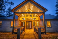 NEW-CABIN ON THE CREEK! Farmhouse Decor/Game Room/3 Master King Bedrooms