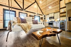 BRAND NEW Just A Swing'N Luxury Cabin, Mountain Top Views! See-through Fire-place, Soaker Tub