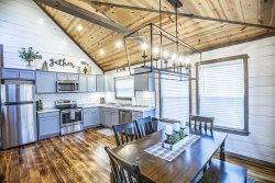 Enchanted Dreams-Luxe Modern Farmhouse 1 Bedroom on 2 acres! Hot Tub, Fireplace, Firepit