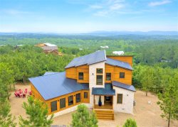 ALL ABOUT THE VIEW-NEW Mountain Top Luxe Cabin with INFINITY VIEWS! 5B/5BA Hot tub/Game Room/Pool Table/Ping Pong Table