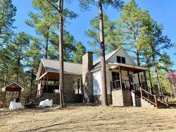 Lantern Hill-Farmhouse Cabin| 1BD/1.5BA/Sleeps 4|indoor&outdoor fireplace|hot tub|Soaker Tub