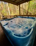 Whispering Pines- You'll enjoy this cozy 2 bed 1 bath cabin at the end of the lane with a hot tub.