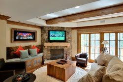 Willows 3 Bedroom Luxury Residence ~ Vail Village & Gorgeous Rock Hot Tub!