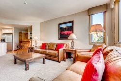Highlands Lodge 201, 3 Bedroom/3 Bath, SKI IN/SKI OUT! Views! Pool & Hot Tubs!