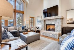 Villa Montane 223, 4 Bedroom/4 Bath, SKI IN/SKI OUT, Complimentary Continental Breakfast (Winter)! Private Hot Tub! Pool & Hot Tub!