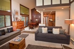 Vantage Point 210, 3 Bedroom/3 Bath, SKI IN/SKI OUT, Summer Pool & Year-round Hot Tubs!