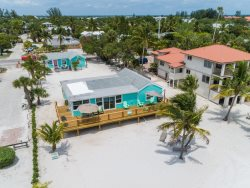 Starfish Landing Amazing Renovated Mid Island Gulffront Beach House and Guest Cottage